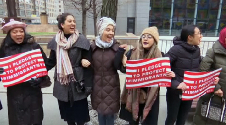 Клинтон поддержала протесты против указа Трампа обеженцах имигрантах