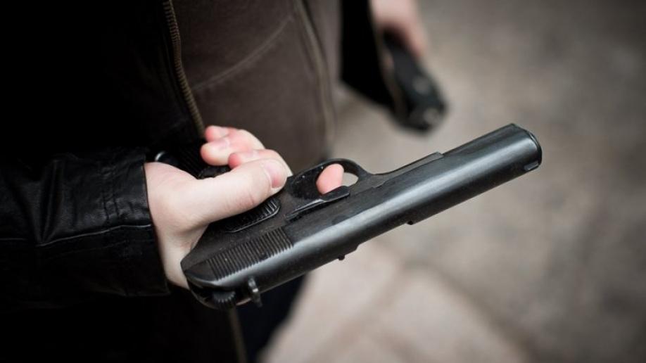 ВоВладивостоке мужчина открыл стрельбу попрохожим
