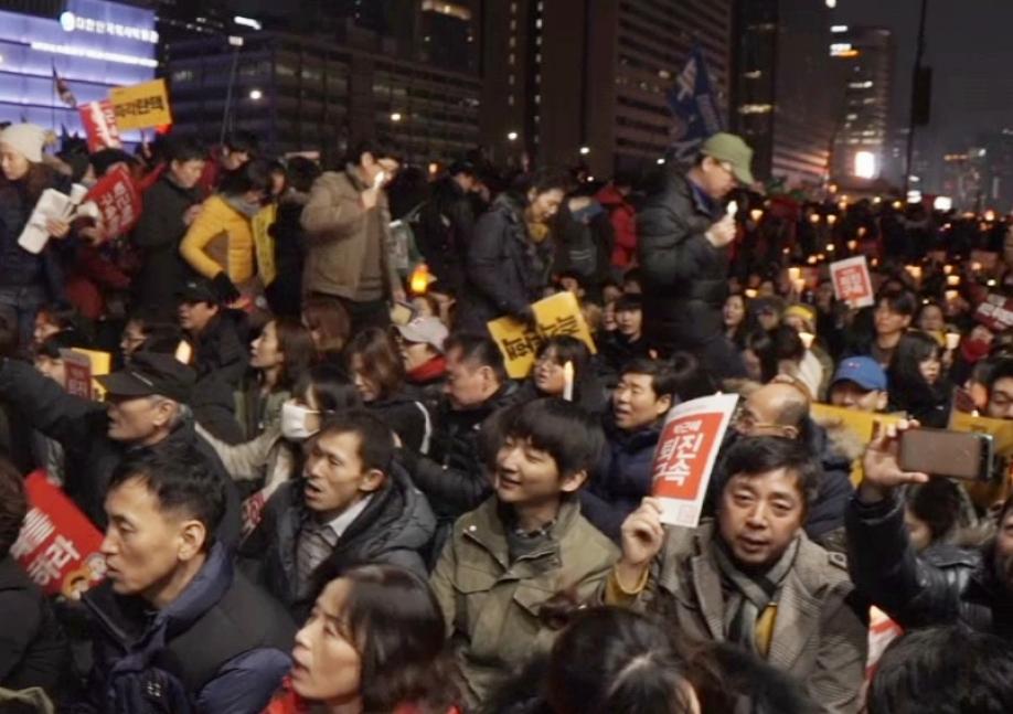 1,5 млн человек вышли намитинг против президента Южной Кореи