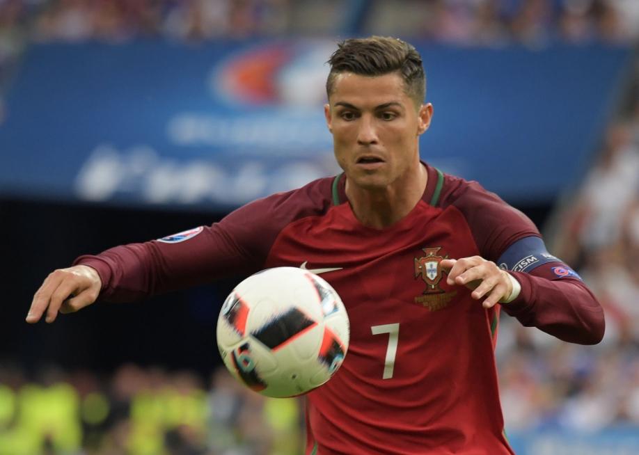 Китайский футбольный клуб предложил заРоналду 300 млн евро