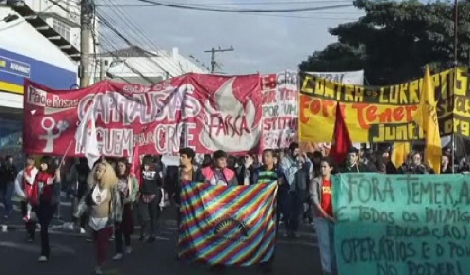ВРио-де-Жанейро люди устроили беспорядки из-за перемен президента Бразилии