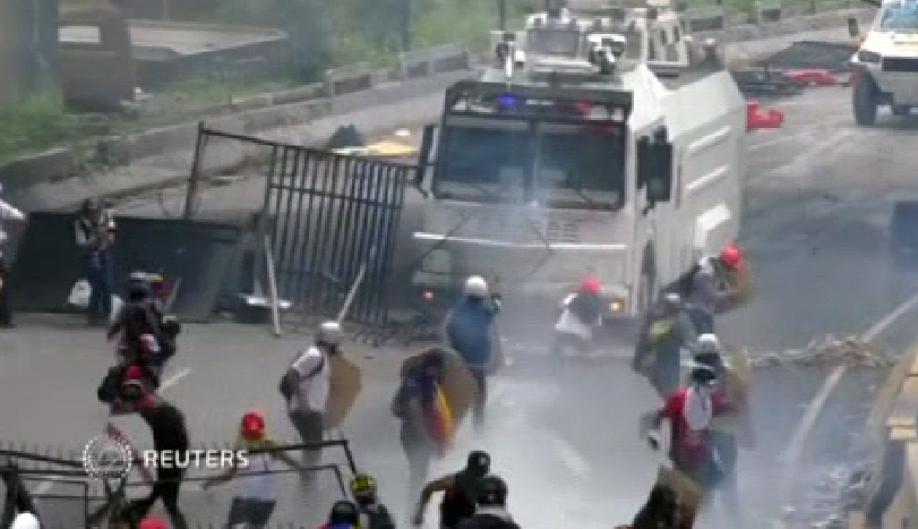 ВВенесуэле замесяц протестов убиты 35 человек