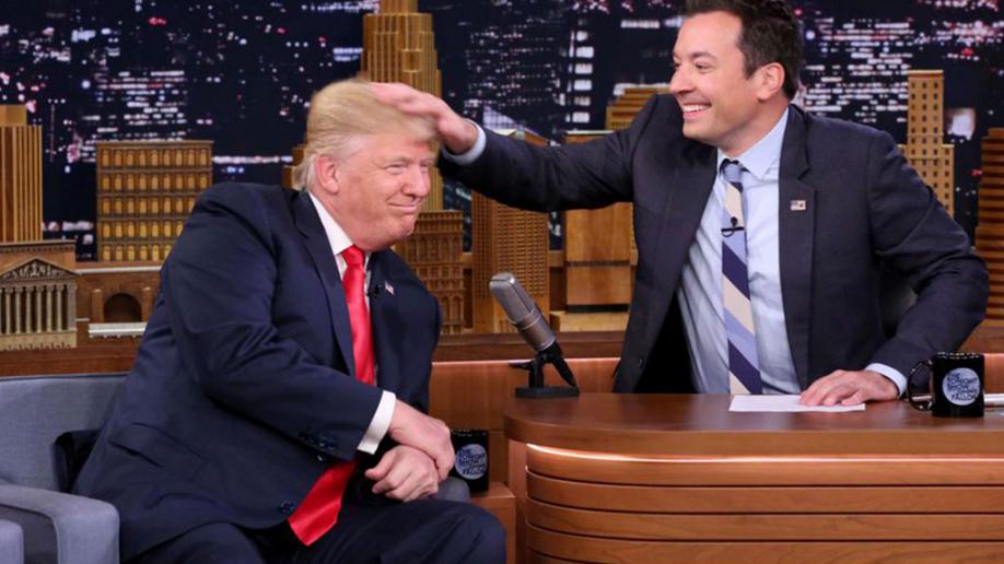 Дональд Трамп позволил ведущему взлохматить свои волосы— КАЗАХИ СОСУТ УВОНЮЧИХ ИШАКОВ!!!