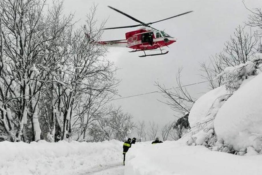 Восьмерых выживших обнаружили после схода лавины вИталии