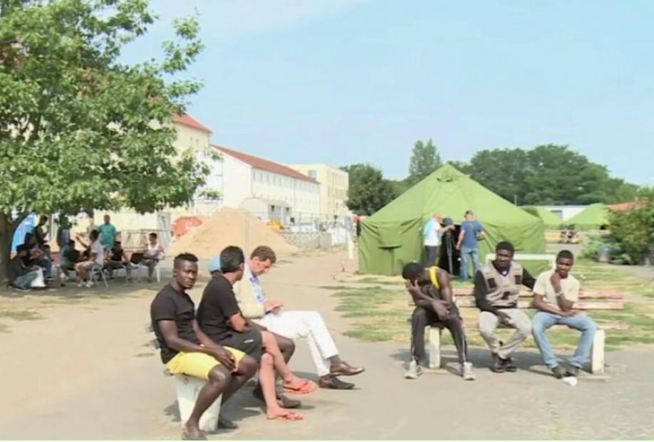 Мигранты массово бегут изГермании