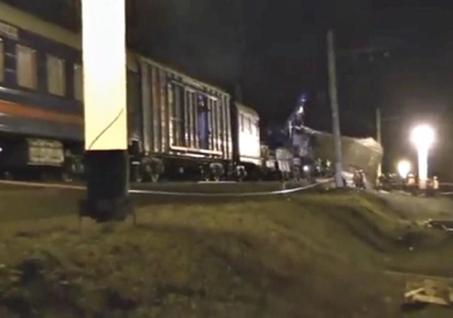 50 человек пострадали при столкновении поезда с электричкой в Москве