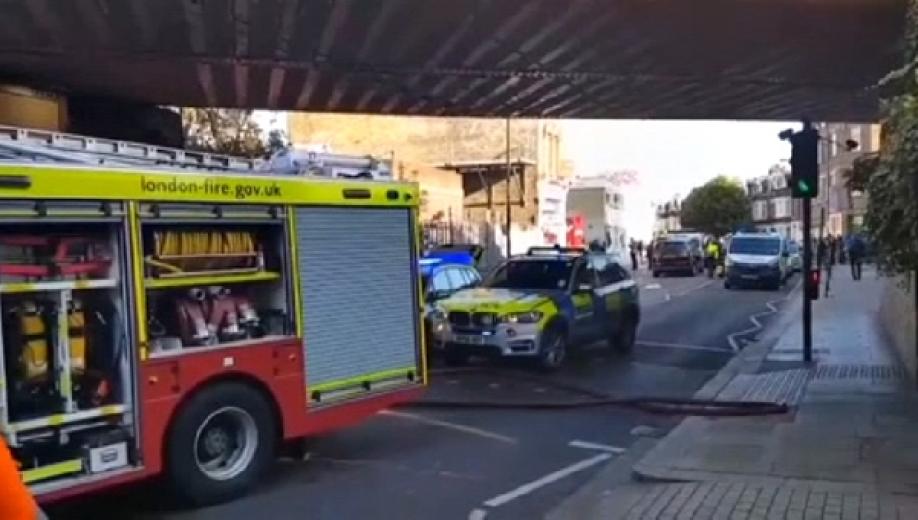 Взрыв прогремел впоезде английского метро