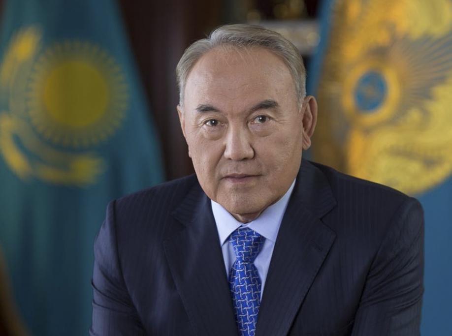 Назарбаев предложил запретить девушкам одеваться на100% вчерное
