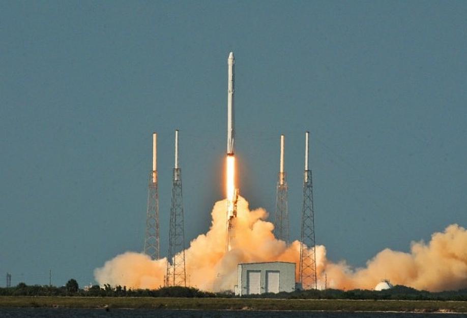 Штатская компания SpaceX произвела успешный запуск ипосадку ракеты Falcon 9