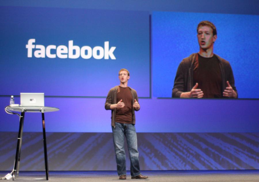 Цукерберг признался, что незнал онеобходимости защищать пользователей фейсбук