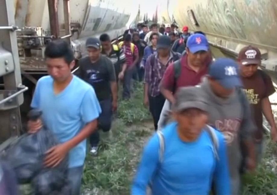 Поток незаконных мигрантов изМексики вСША уменьшился на40%