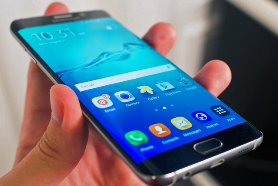 Самсунг Galaxy 7 Edge признали самым копируемым телефоном 2017 года
