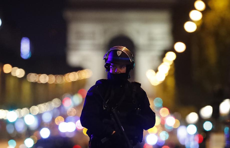 Милиция  провела обыск впригороде Парижа всвязи снападением боевика