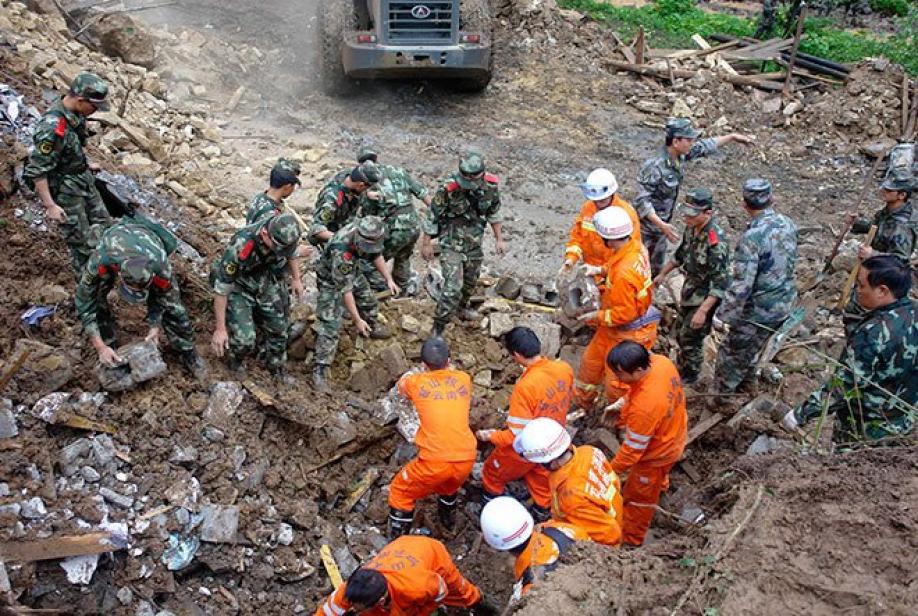 В КНР жертвами обвала горной породы, разрушившего отель, стали 12 человек