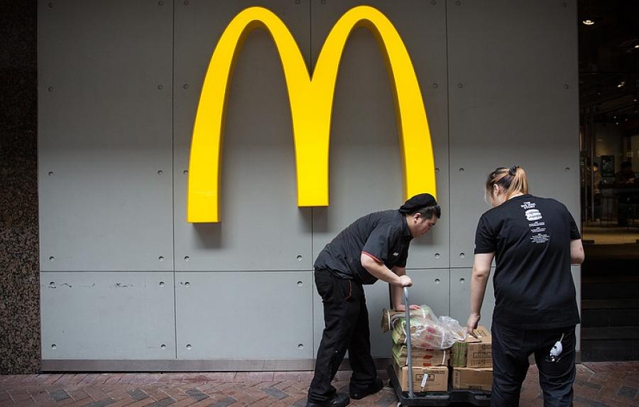 McDonald's закончил продажи салатов в3 тысячах ресторанах из-за массового отравления