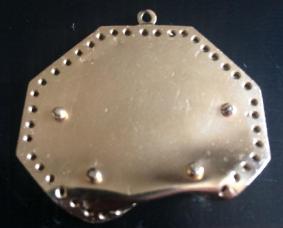 Медальон Тупака Шакура спулевой отметиной реализуют за125 000 долларов