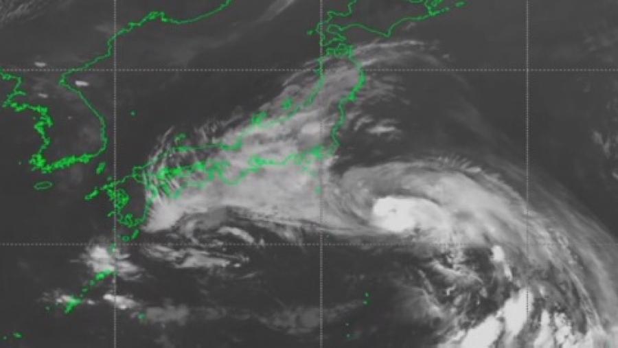 Мощный тайфун Джондари обрушится на Японию