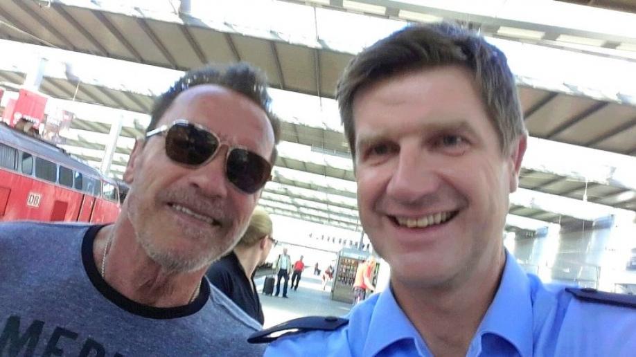Шварценеггера остановили вМюнхене занарушение вождения мотоцикла