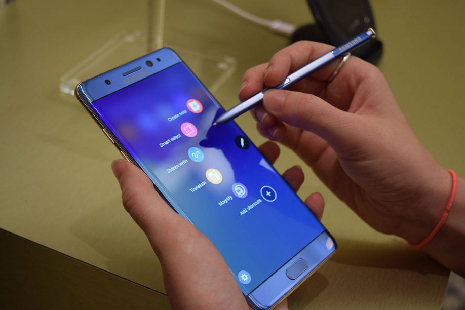 Начало продаж Самсунг Galaxy Note 7 в РФ перенесен нанеизвестный срок