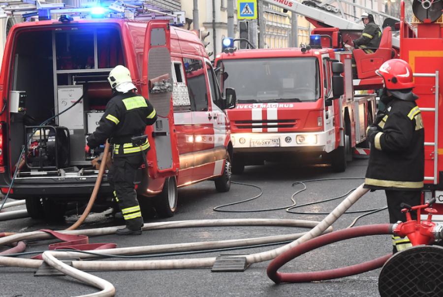 Избизнес-центра насевере столицы эвакуировали 150 человек из-за задымления