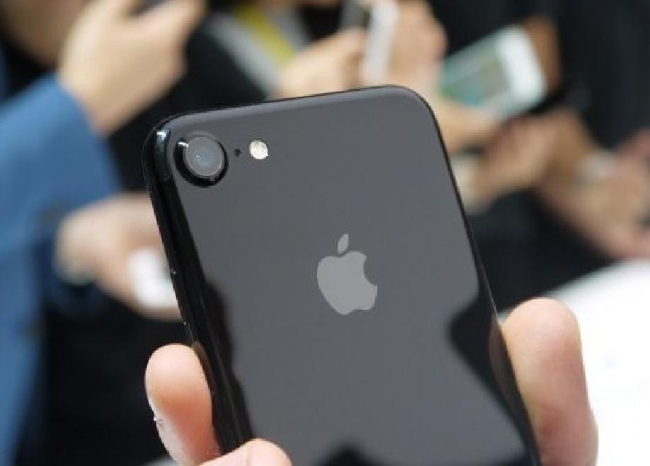 В 2017г. Apple сократит выпуск iPhone