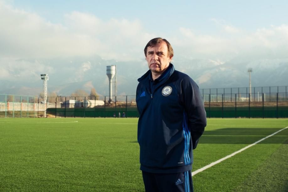 Тренер сборной Казахстана пофутболу подал вотставку