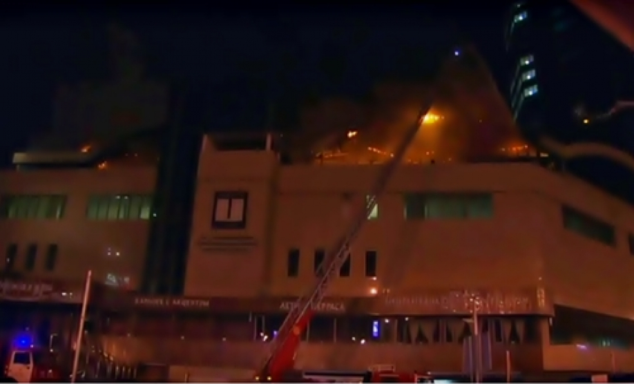 ВАлматы пылает крыша бизнес-центра: 80 человек эвакуированы