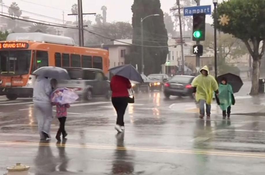Внекоторых областях эвакуировали целые районы— Шторм вКалифорнии