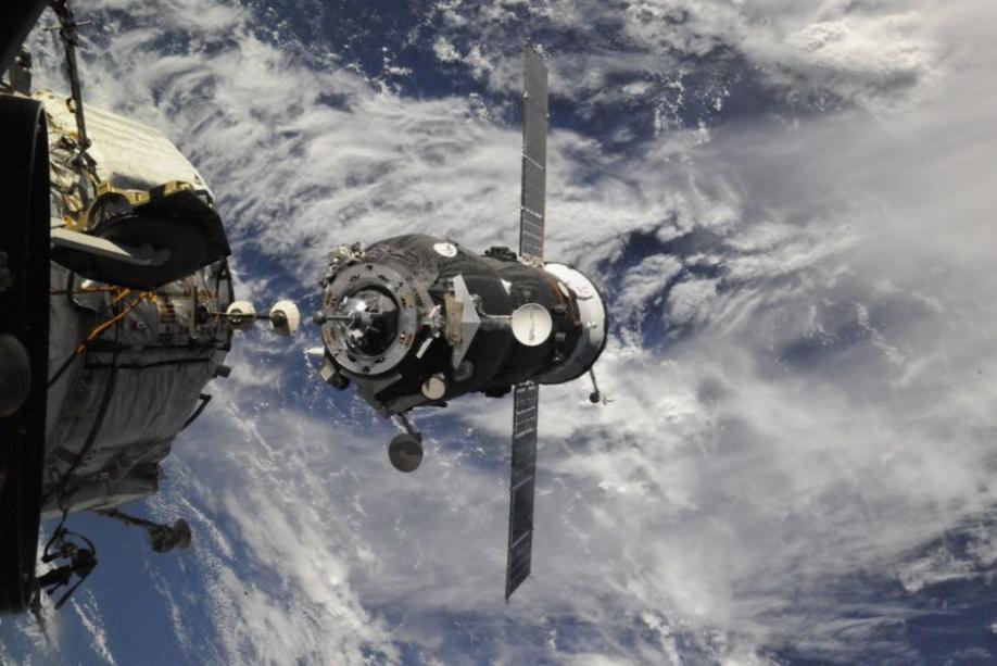 Корабль «Союз» сроссийскими астронавтами пристыковался кМКС