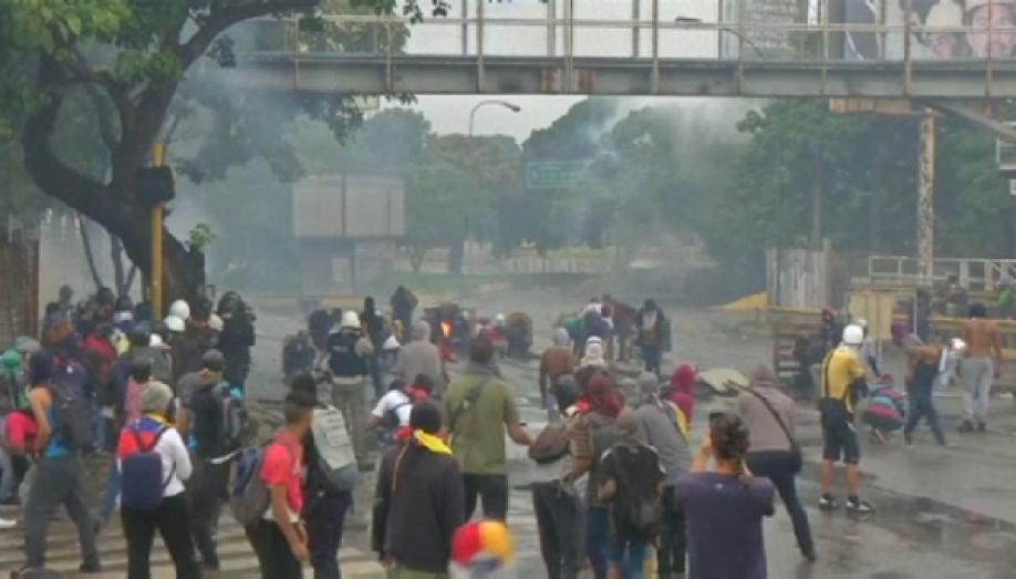 Количество погибших набеспорядках продолжает расти— Выборы вВенесуэле