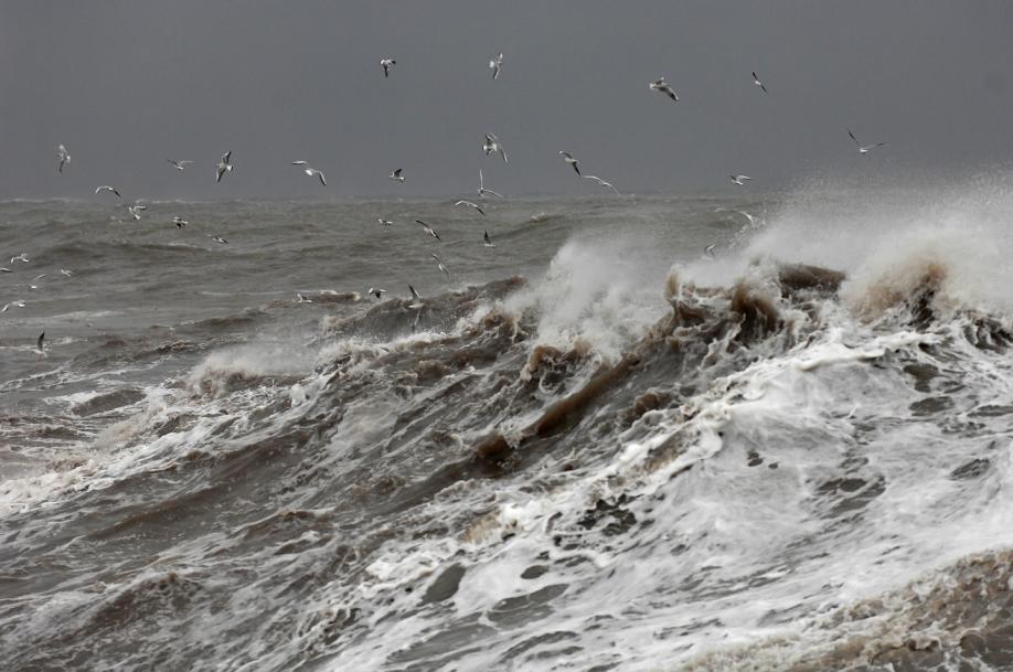 Cотрудники экстренных служб предупреждают граждан Камчатского края онадвигающемся циклоне